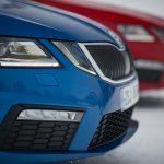 Škoda Octavia RS spredaj levo blizu modre barve