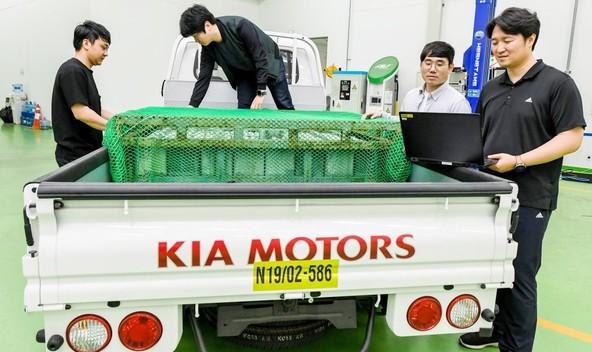Natanneja ocena preostalega dosega in prilagajanje navora glede na bruto maso vozila