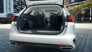 KIA Motors je najavila uinkoviti in varni prikljuno hibridni izvedbi XCeed in Ceed Sportswagon